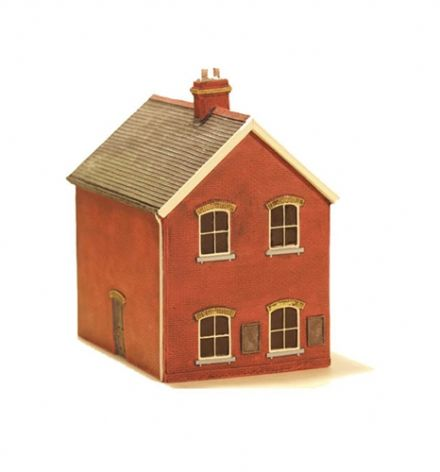 EM6109 Stationmaster's House - With ad Posters - Red brick